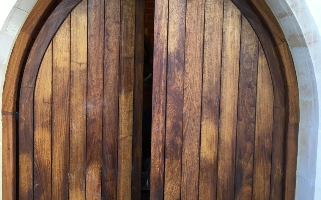 Door with arched frame from French Oak